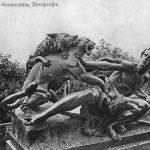 Скульптуры у дворца Бельведер