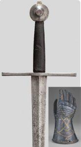 Средневековый меч с латной перчаткой