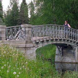 gatchinskiy-park-mostik-feht-scaled